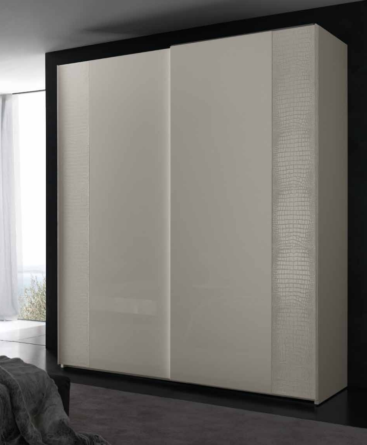 Шкаф с кожаными вставками фото